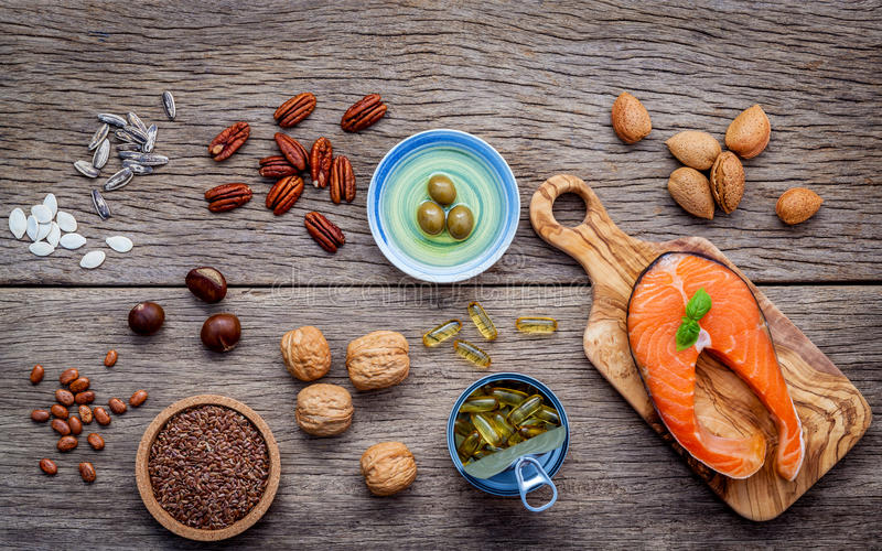 Источники еды выбора омеги 3 и unsaturated сал супер fo стоковые фото