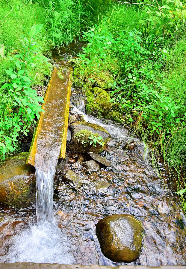 Источник естественной питьевой воды стоковое фото rf