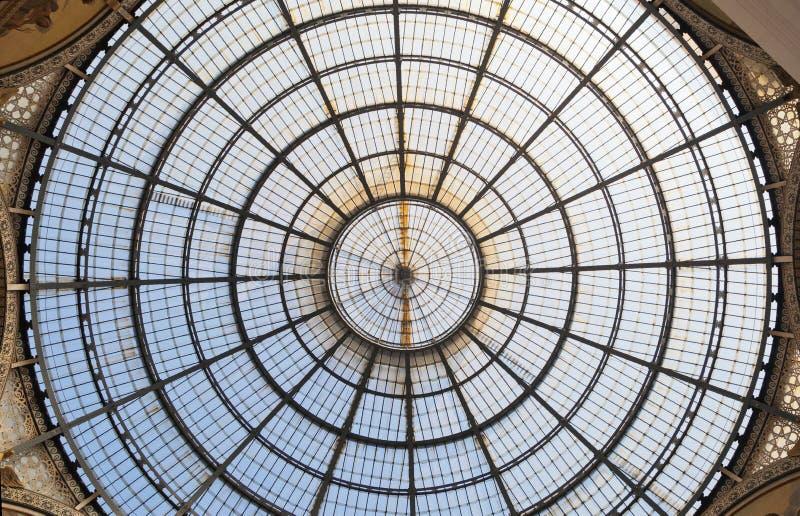 ИТАЛИЯ, МИЛАН - 27-ое сентября 2014 - потолок galleria Vittorio Emanuele II стоковое фото