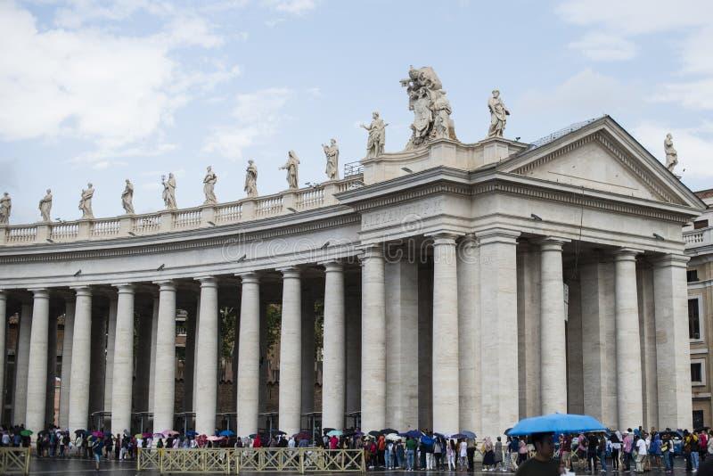 Италия, Рим, Ватикан, квадрат ` s St Peter, колоннада стоковое изображение