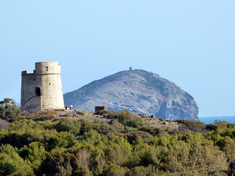 Италия, Сардиния, Sant Antioco, Coaquaddus и Cannai возвышаются стоковые изображения rf