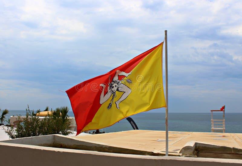 Италия, Сицилия: Сицилийский флаг в Mazara del Vallo стоковая фотография