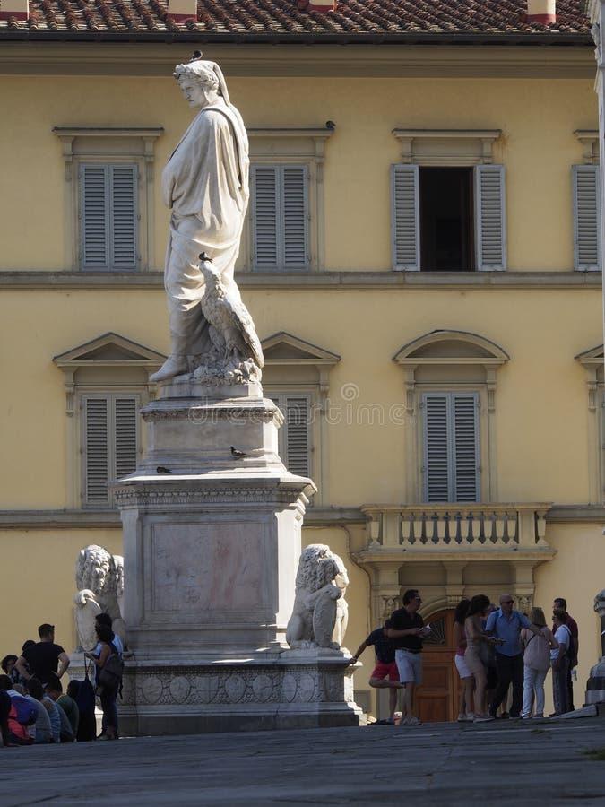 Италия, Тоскана, Флоренс, статуя Dante на квадрате Santa Croce стоковое фото rf