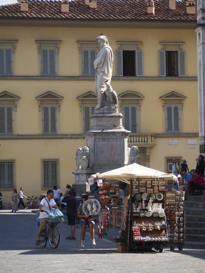 Италия, Тоскана, Флоренс, статуя Dante на квадрате Santa Croce стоковые изображения rf