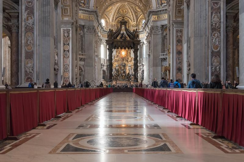 Италия rome 4-ое декабря 2017: Интерьер базилики ` s St Peter стоковые изображения