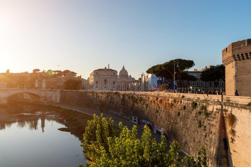 Италия rome 4-ое декабря 2017: Мост и Castel Sant Angelo o стоковая фотография rf