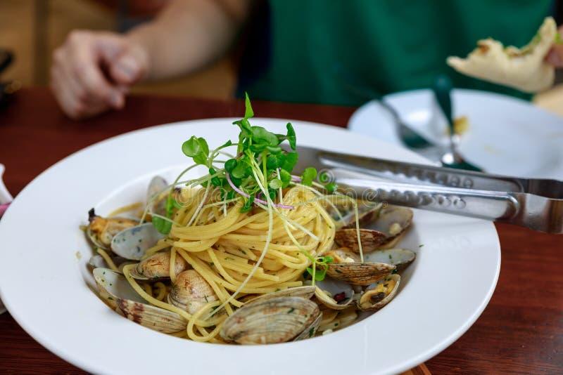 Итальянская кухня, vongole alle спагетти стоковое изображение rf