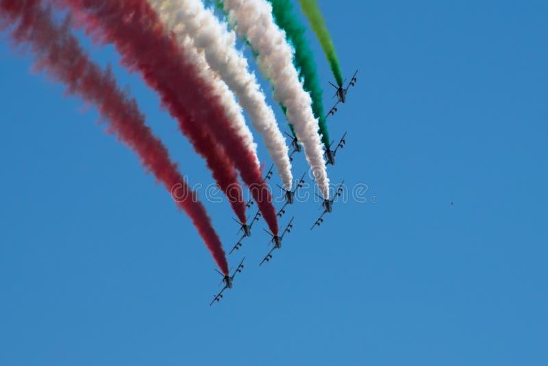 Итальянский военный авиационный дозор Frecce Tricolori выполняет во время дня республики 2-ого июня в Риме стоковое фото rf