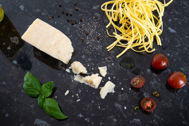 Итальянский Пищевой Пармезан И Паста стоковые фотографии rf