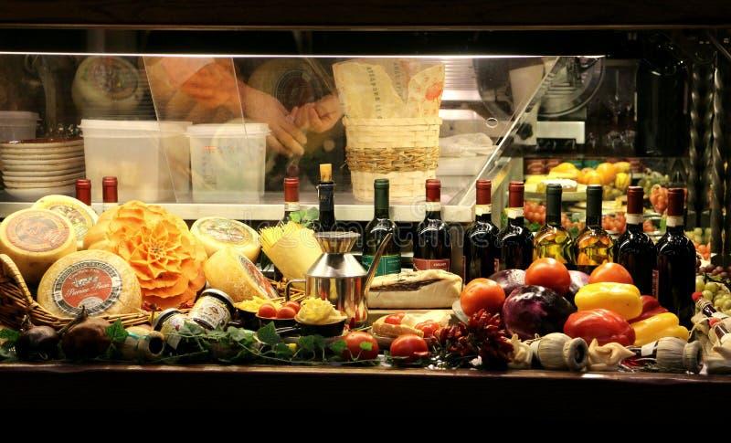 Итальянское окно ресторана в Флоренсе, Италии стоковое изображение rf