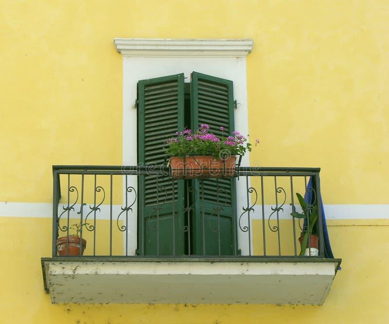 итальянское окно стоковая фотография