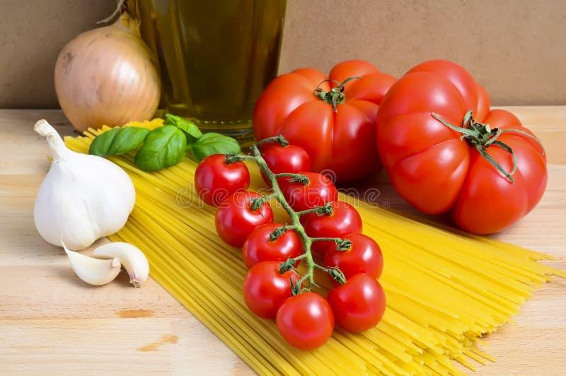 Download итальянское спагетти стоковое изображение. изображение насчитывающей pasta - 18395927