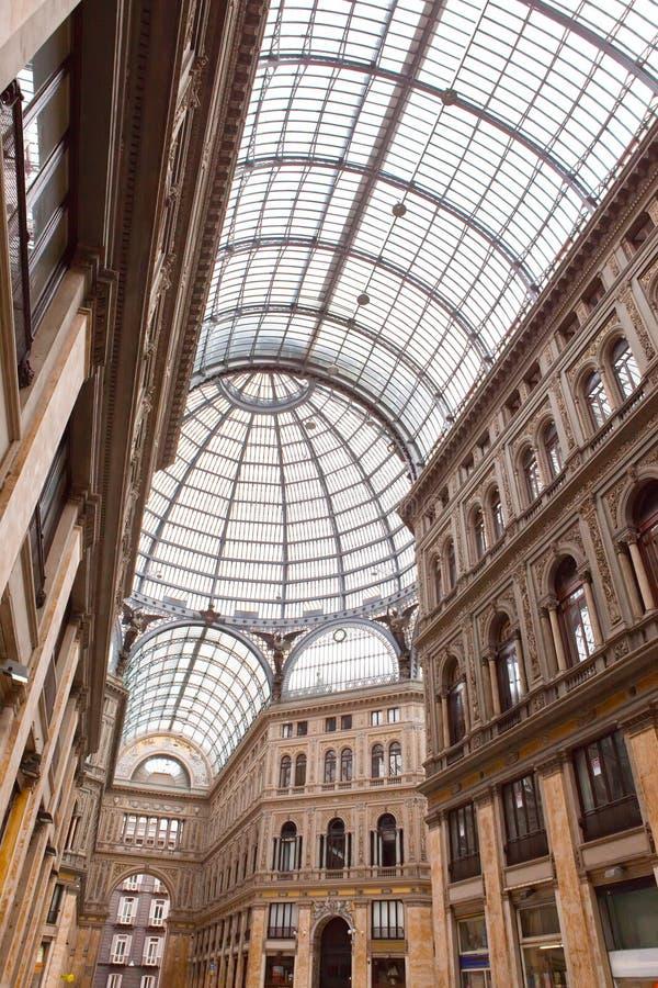 Италия. Неаполь. Места для публики столетия umberto галереи стоковое изображение