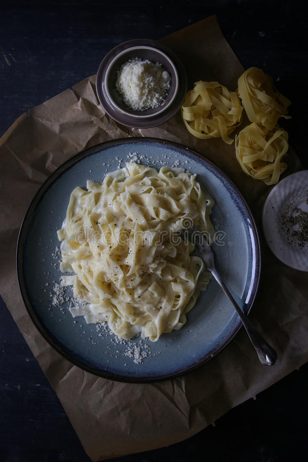 итальянка fettuccine alfredo стоковые фотографии rf