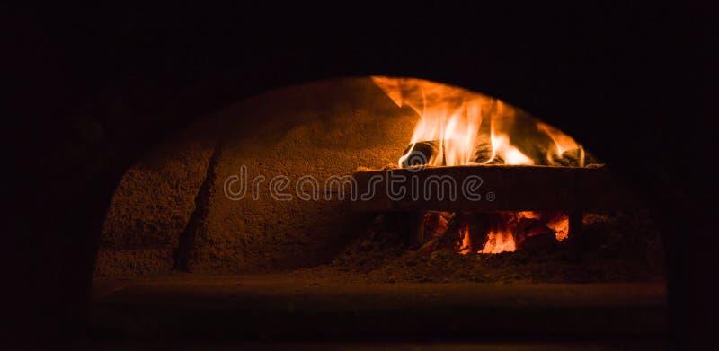итальянская печка пиццы стоковое фото