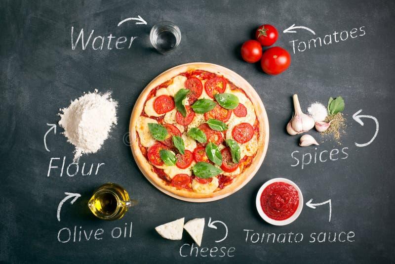 Итальянские пицца и ингридиенты стоковое фото rf