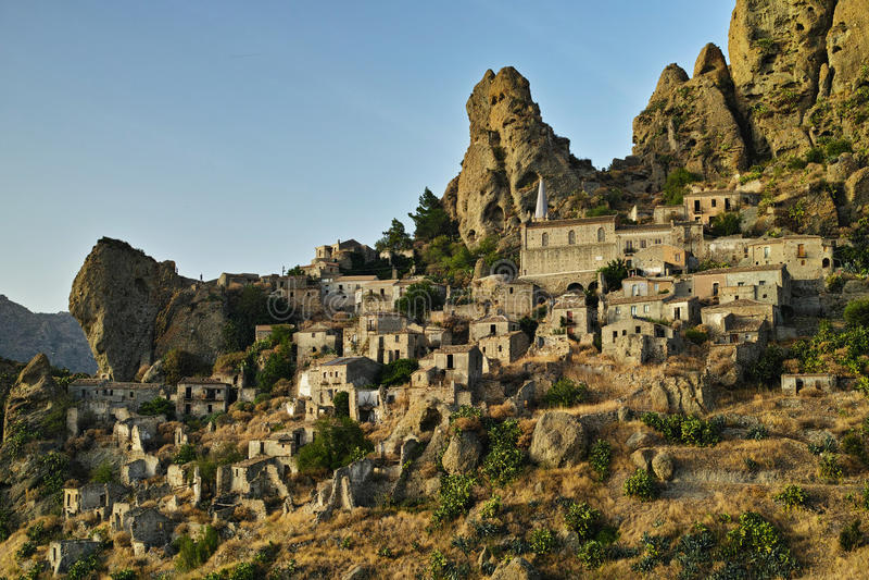 Итальянский городок Pentedattilo, Италия, Европа стоковая фотография rf