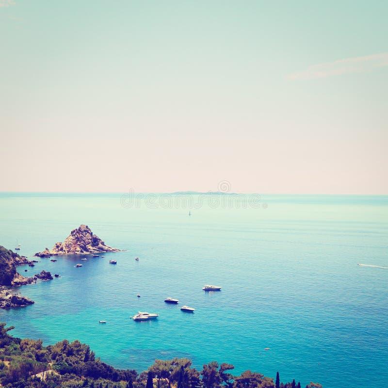 Download итальянский seascape стоковое фото. изображение насчитывающей boated - 41658008