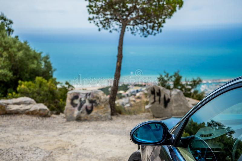 ИЮЛЬ 2018: Графит серии E90 330i BMW 3 сверкная на дороге горы стоковое фото rf