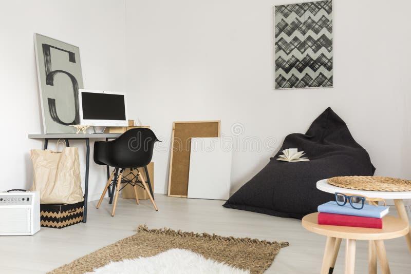 Идеальная квартира для идеи студента стоковые изображения