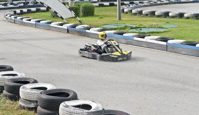 Идет гонщик Kart на внешнем следе стоковые фотографии rf