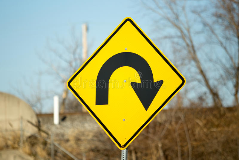 Идет назад дирекционный знак стоковые изображения rf