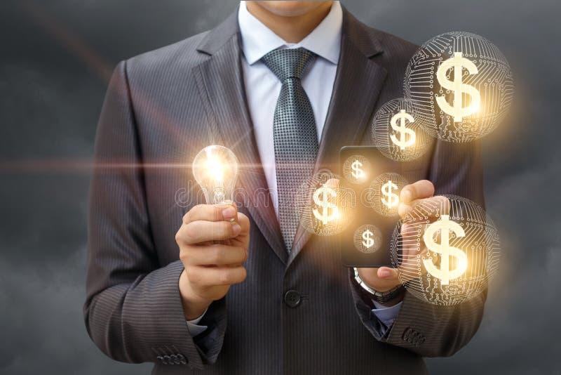 Идея заработать деньги используя ваш мобильный телефон стоковая фотография