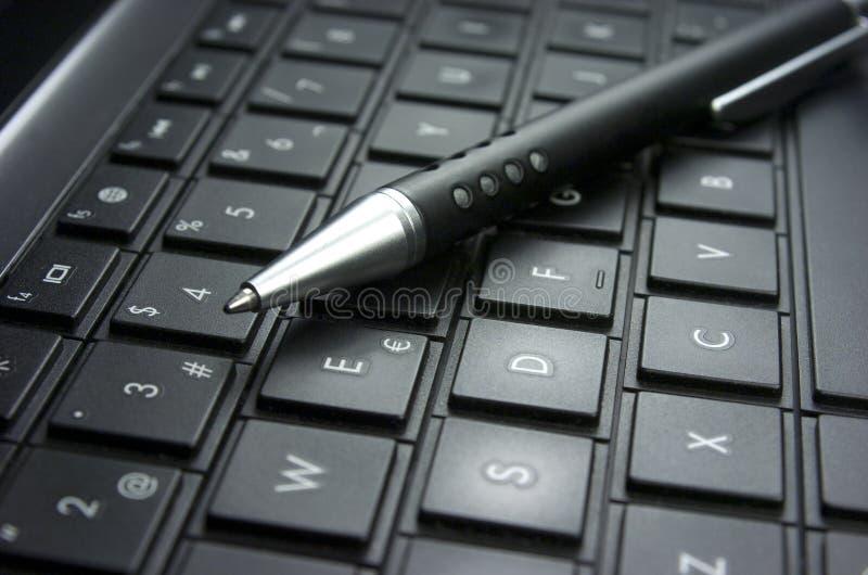 Download Идея. Клавиатура компьютера. Стоковое Изображение - изображение насчитывающей публицистика, чисто: 33728187