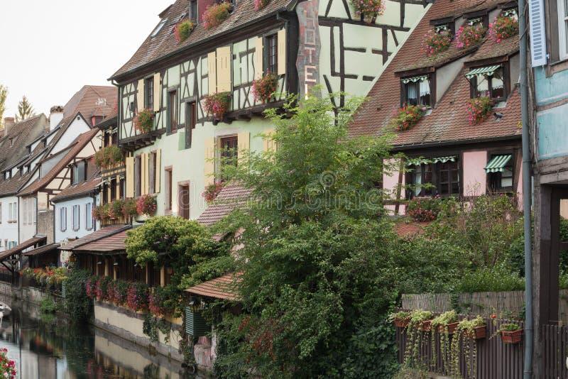 Идилличные задние фасады обозревая канал в меньшей Венеции стоковое изображение rf
