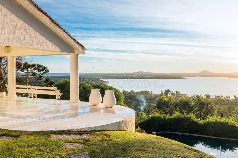 Идилличные окрестности озера верб в Уругвае стоковое изображение