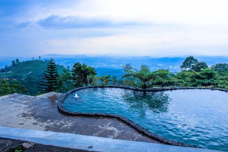 Идилличный ландшафт лета с ясным озером горы в semarang стоковая фотография
