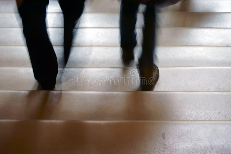 Идти вниз с лестницы стоковое фото