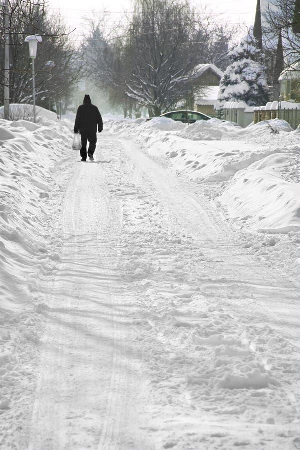 Download Идти в снег стоковое фото. изображение насчитывающей человек - 33731096