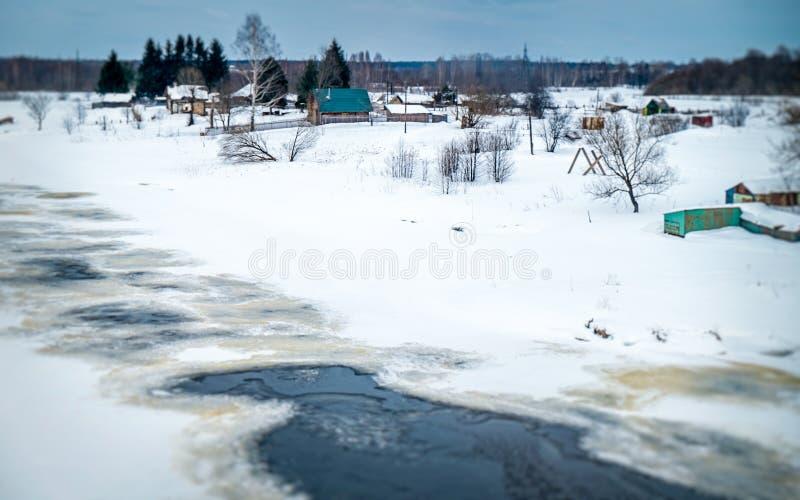 Идти снег дома в сельской России стоковая фотография rf