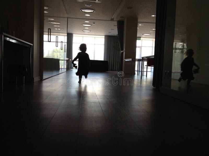 Идущий ребенок стоковое фото rf