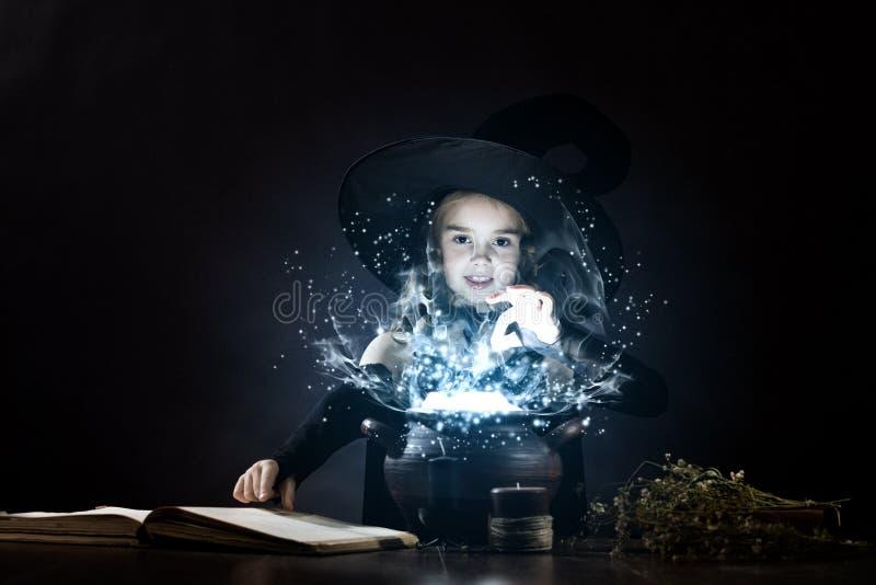 Download иллюстрации Halloween штольни мои пожалуйста см Стоковое Изображение - изображение насчитывающей bonnet, бобра: 41652433