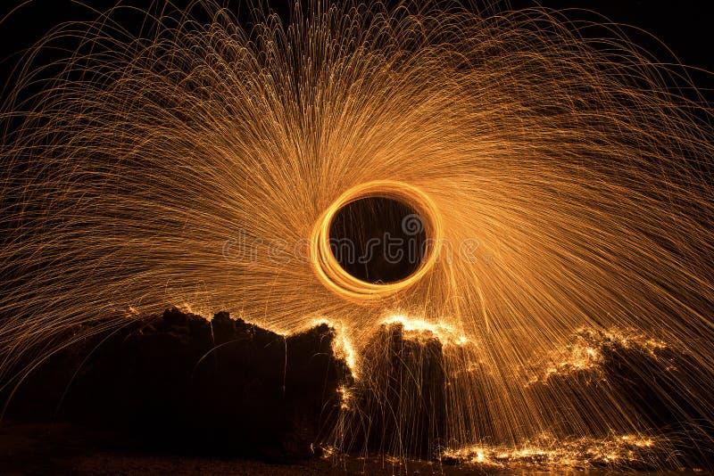 иллюстрация пожара конструкции черноты шарика предпосылки стоковое изображение rf