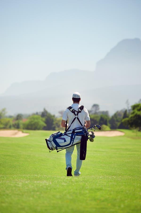 Идя поле для гольфа стоковые фото
