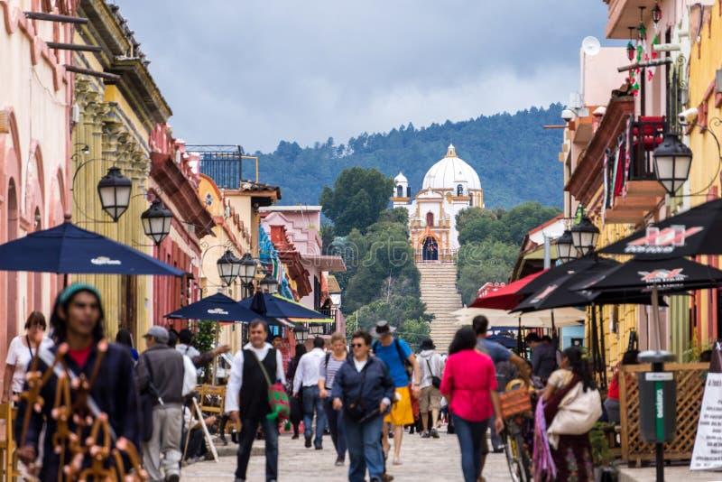 Идя улица, San Cristobal de Las Casas, Мексика стоковое изображение rf