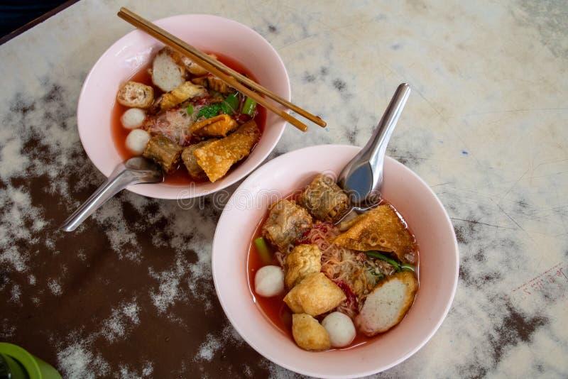 Йен-Та-Фо, таиландская розовая суповая лапша стоковая фотография rf