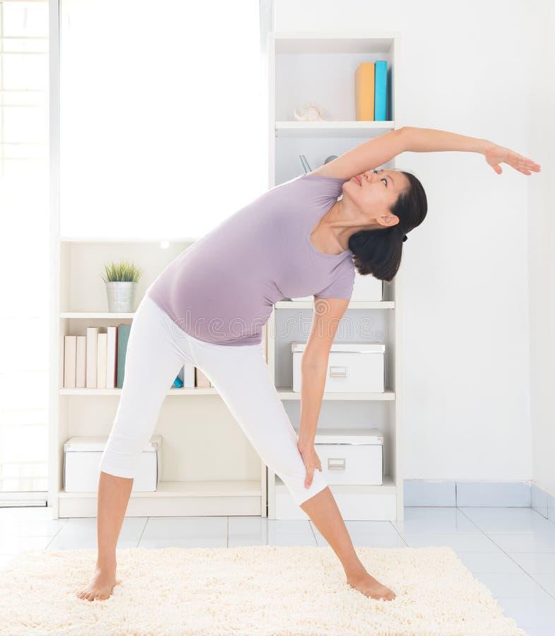 Йога беременности. стоковое фото rf