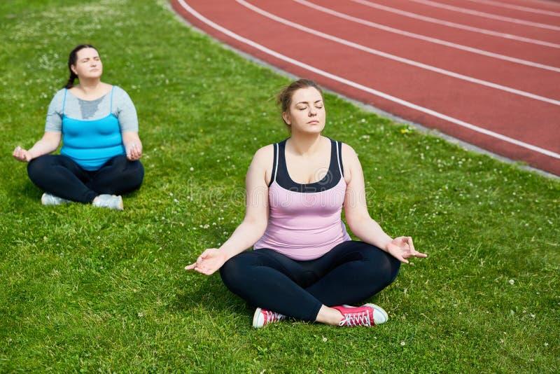 Йога для ослабляет стоковые фотографии rf