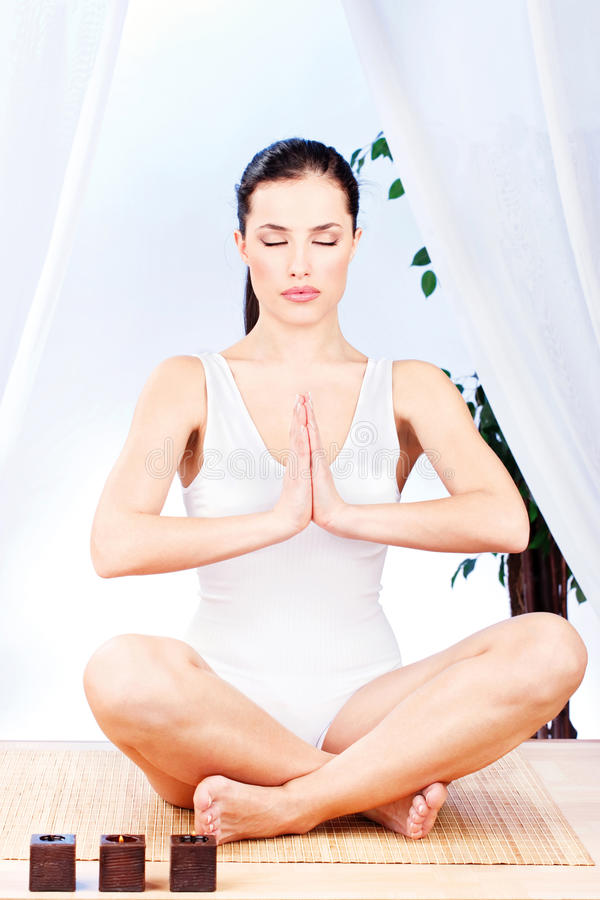 йога женщины релаксации стоковое фото rf