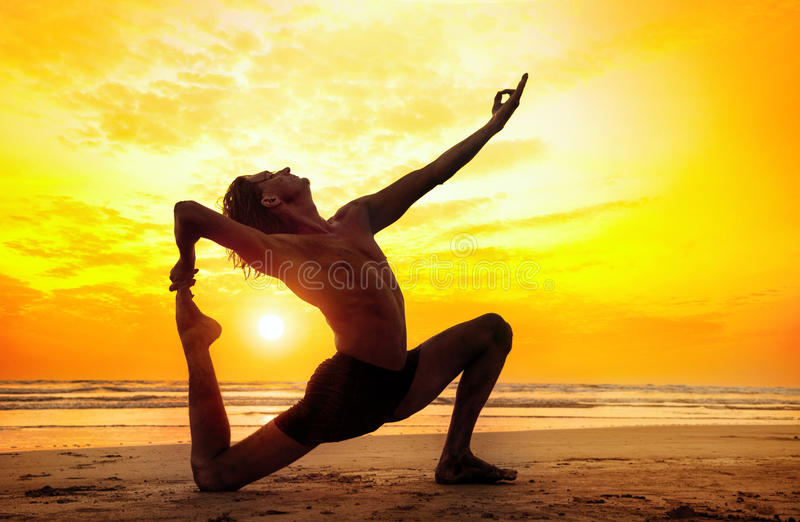 Download Йога на пляже стоковое фото. изображение насчитывающей baxter - 39089160