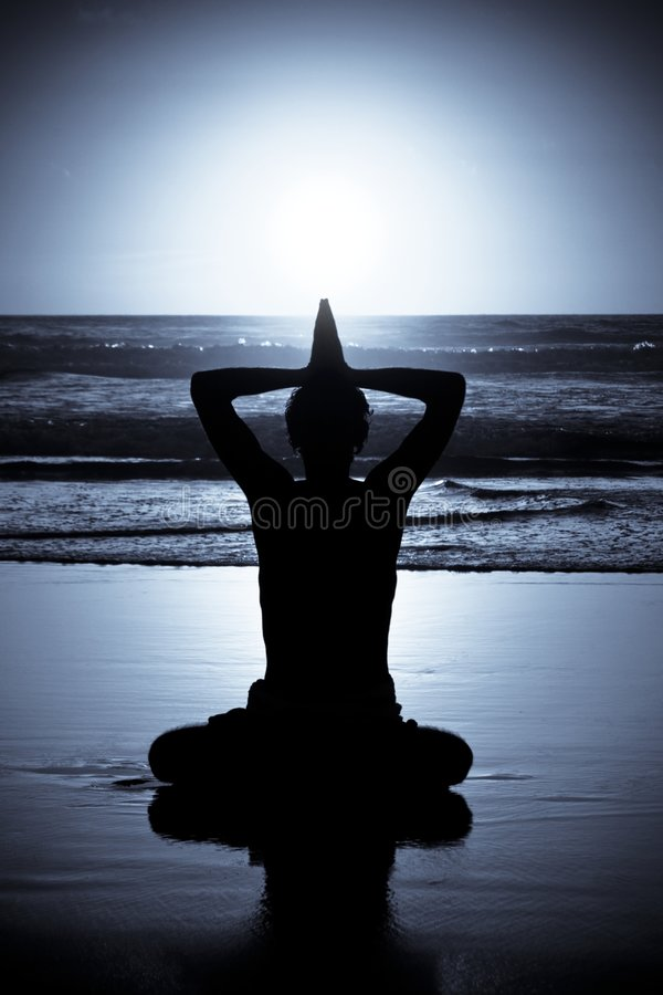 йога ночи раздумья стоковая фотография rf