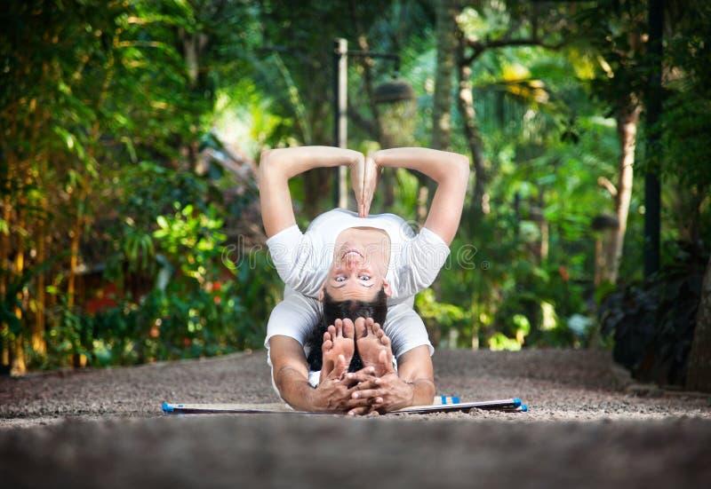 йога сада пар стоковое изображение