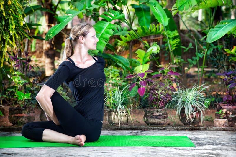 йога сада стоковое изображение rf
