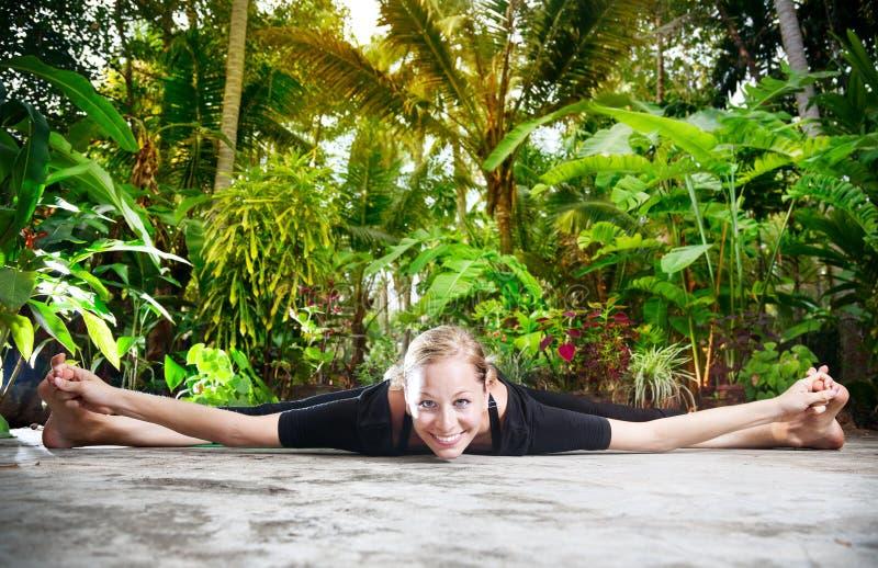 йога тропика сада стоковые изображения rf
