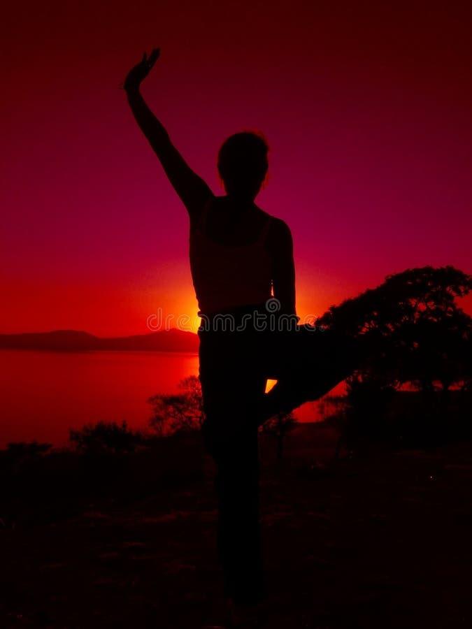 йога 2 заходов солнца стоковое фото