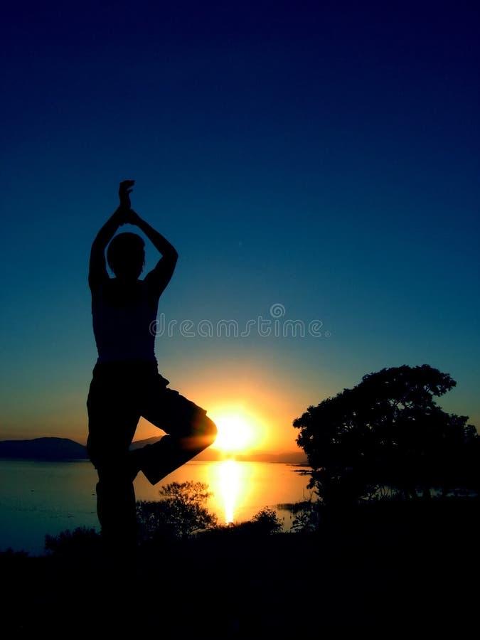йога 4 заходов солнца стоковые фотографии rf